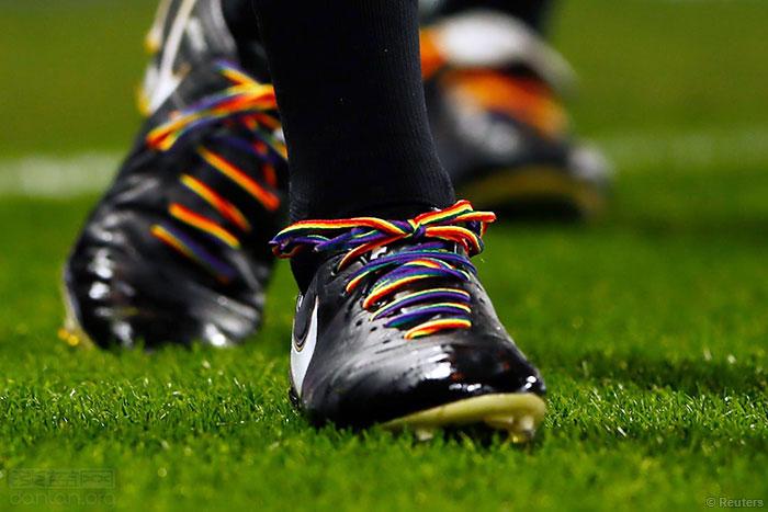 英足总主席:男足比女足更歧视同志