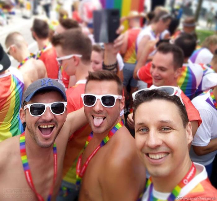 成千上万人参加柏林LGBT骄傲巡游