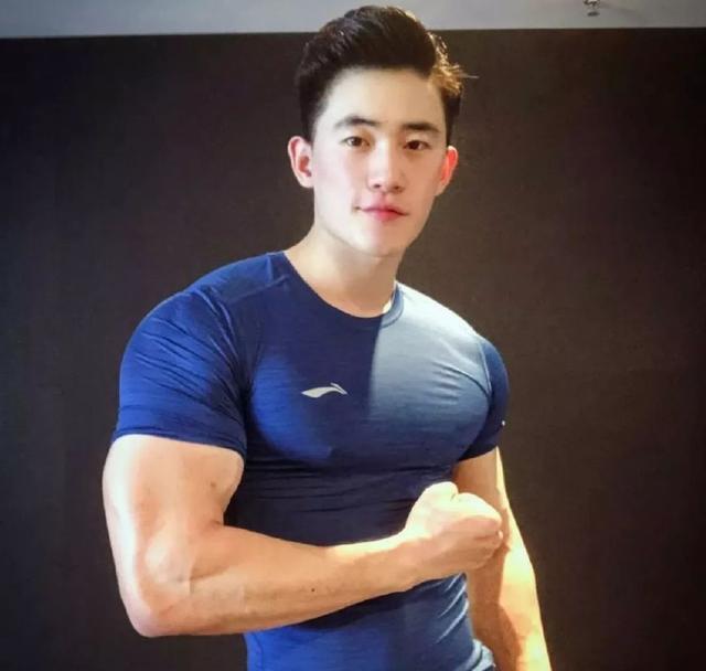 网红健身小哥,曾与王浩然一起拍片的好基友单身可撩
