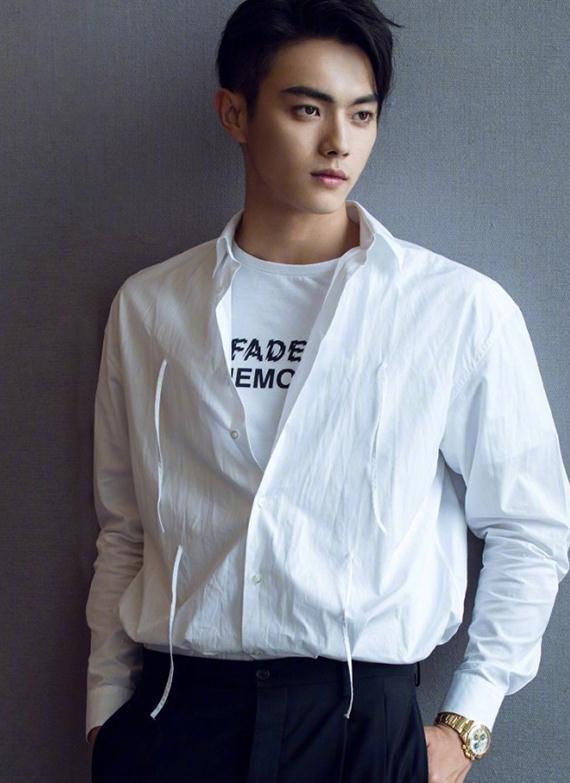 新晋男神许凯,白衬衫大气,皮衣酷帅,哪一张让你沦陷?