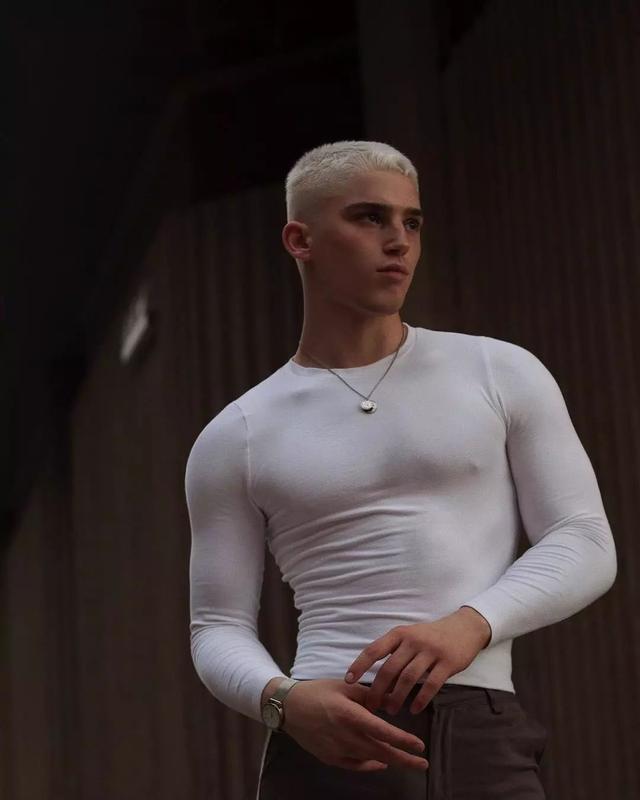 你们LGBT圈的新人男模,但我感觉整容过度了!