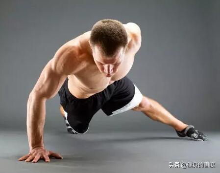 单手俯卧撑一点都不难,学会这几个技巧,轻松拿下
