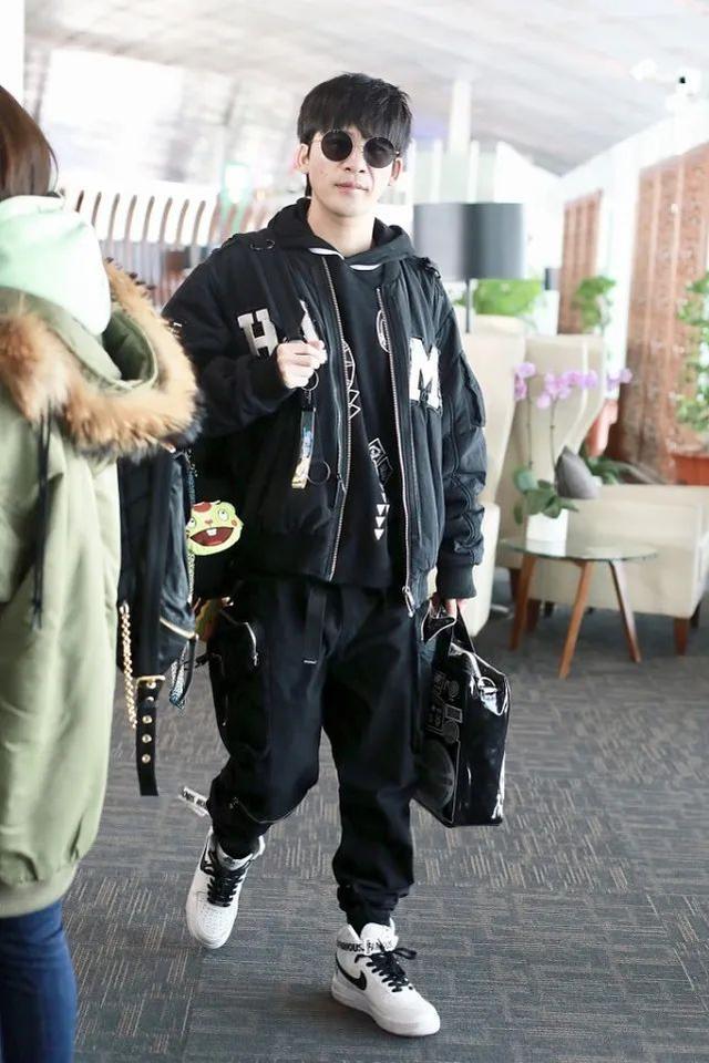 大张伟时髦出行,身高175轻松穿出潮流范,他最爱这些运动单品