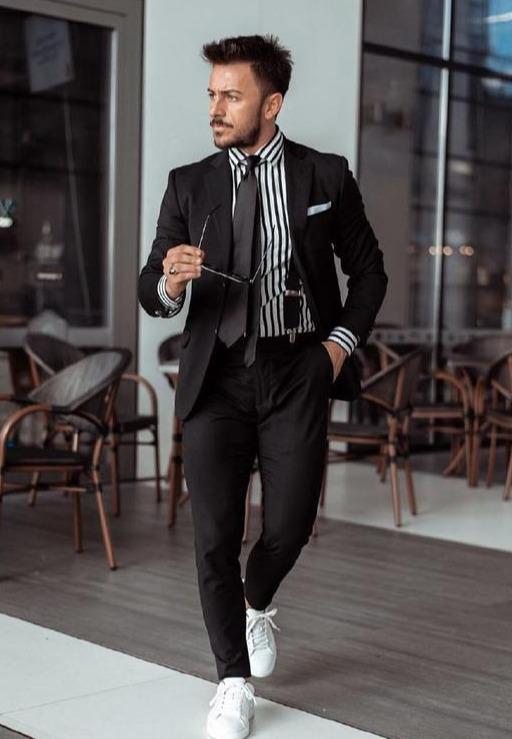 矮个子男生不适合穿西装?看看这位外国时尚博主,每一身都超养眼