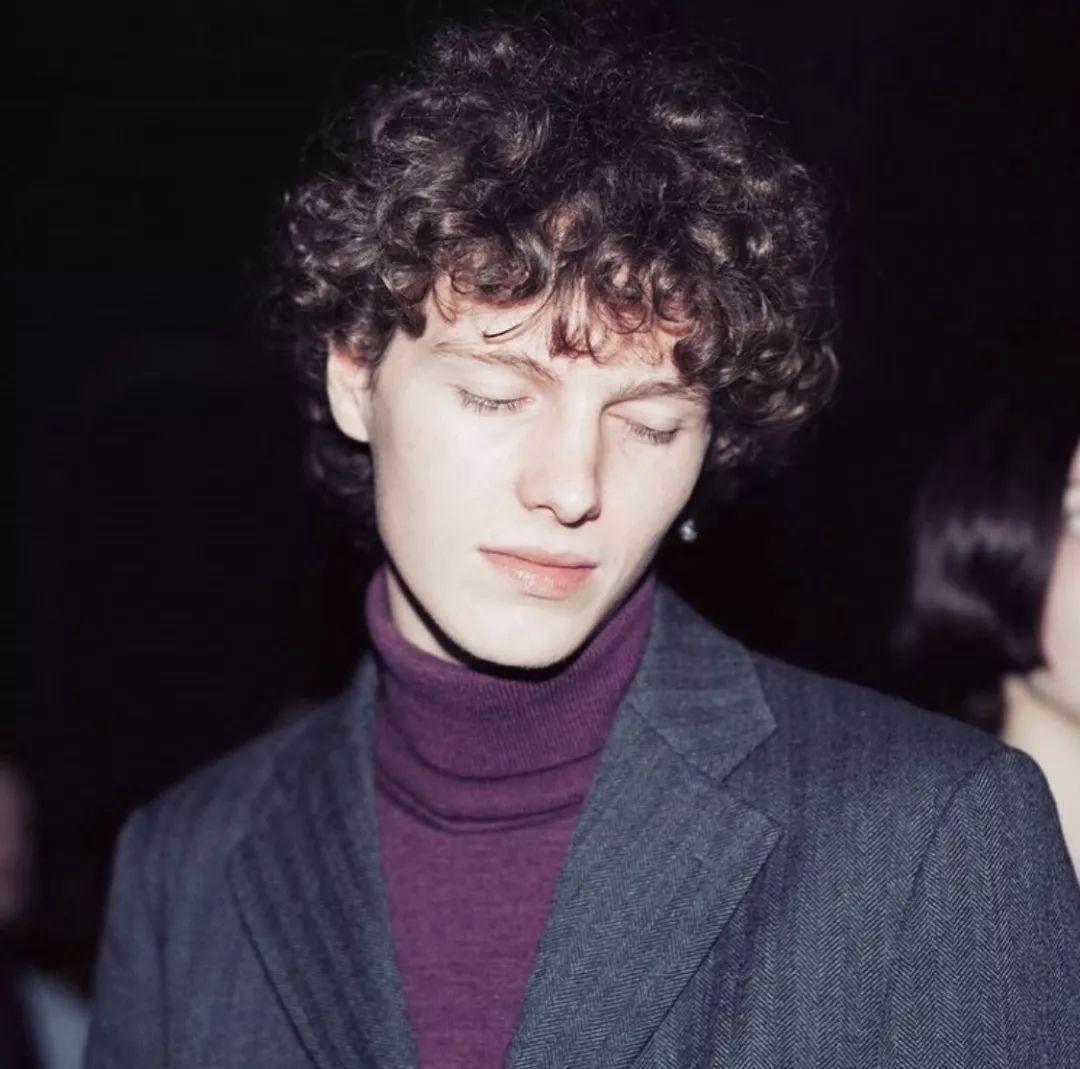 本季度最火男模是他,19岁的比利时小将,宛如油画中的男孩