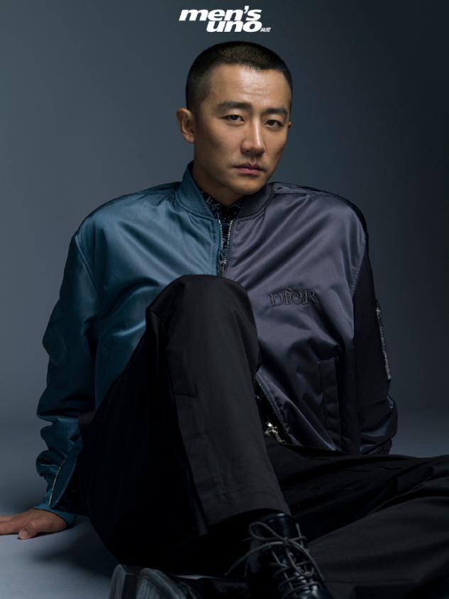黄轩寸头造型演绎硬汉风,秋季大片来袭,时尚与复古并存